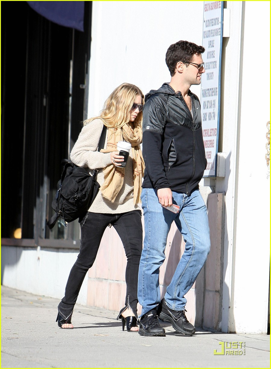 Ashley Olsen Justin Bartha Go Shopping 09