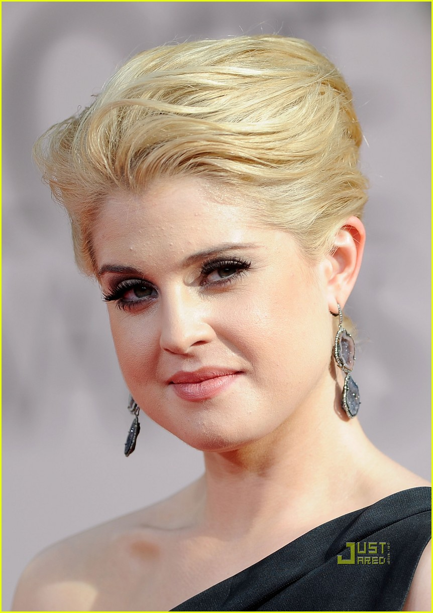 kelly osbourne golden globes red carpet 2011 05