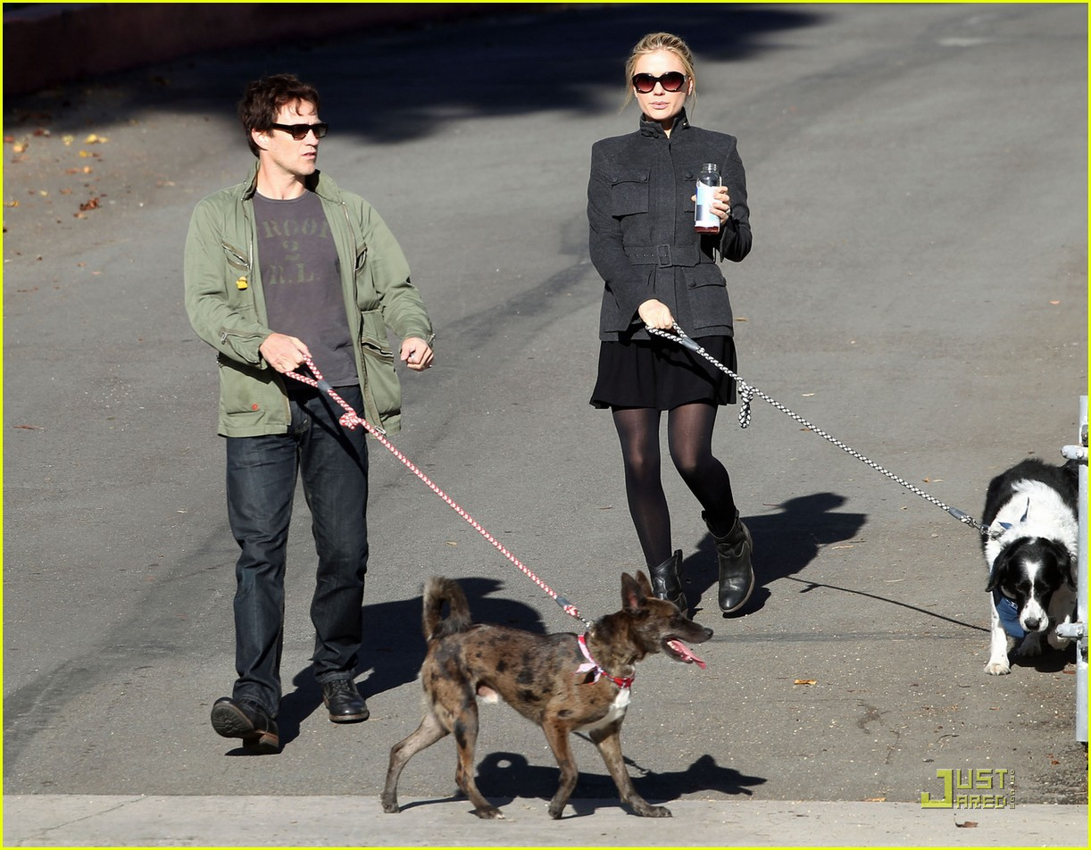 anna paquin stephen moyer dog walking 02