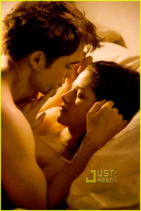 robert pattinson kristen stewart bed 01