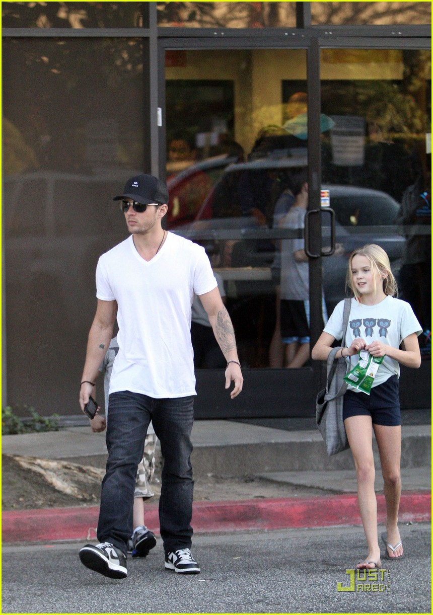 ryan phillipe picks up ava deacon 06