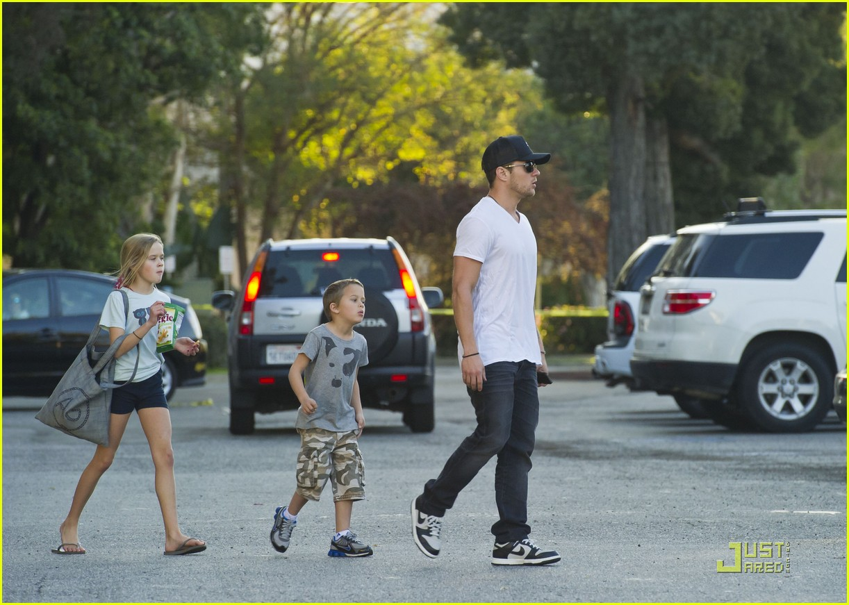 ryan phillipe picks up ava deacon 102513838