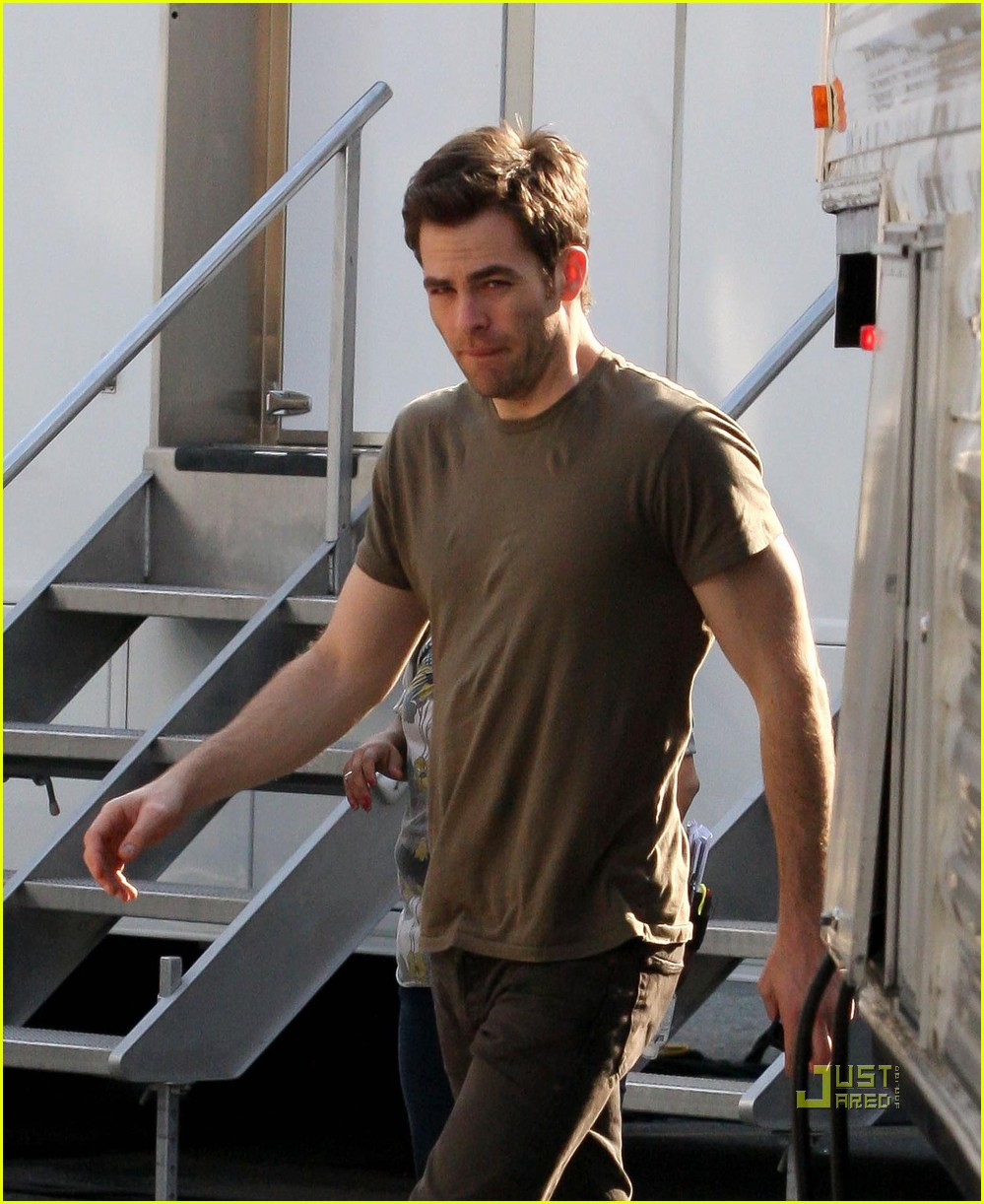chris pine welcome to people brown shirt 052513090
