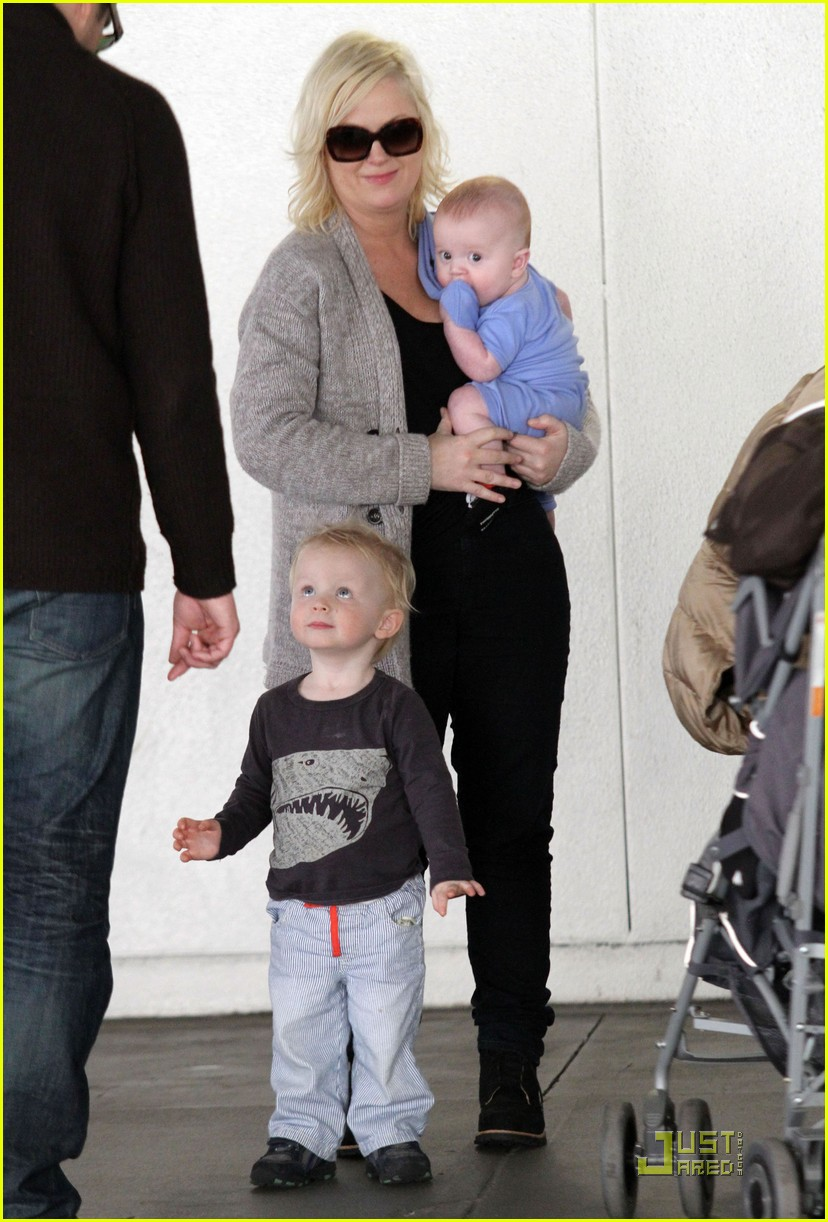 amy poehler will arnett arrive lax sons 032509500