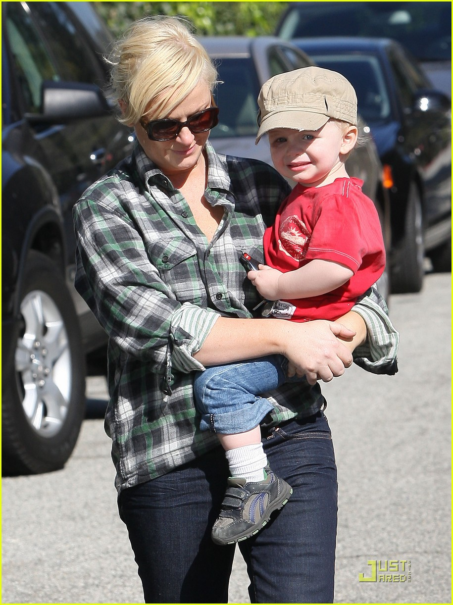 amy poehler playdate with archie 072515184