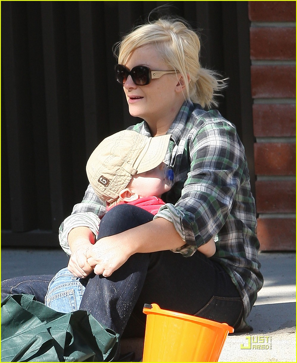 amy poehler playdate with archie 10