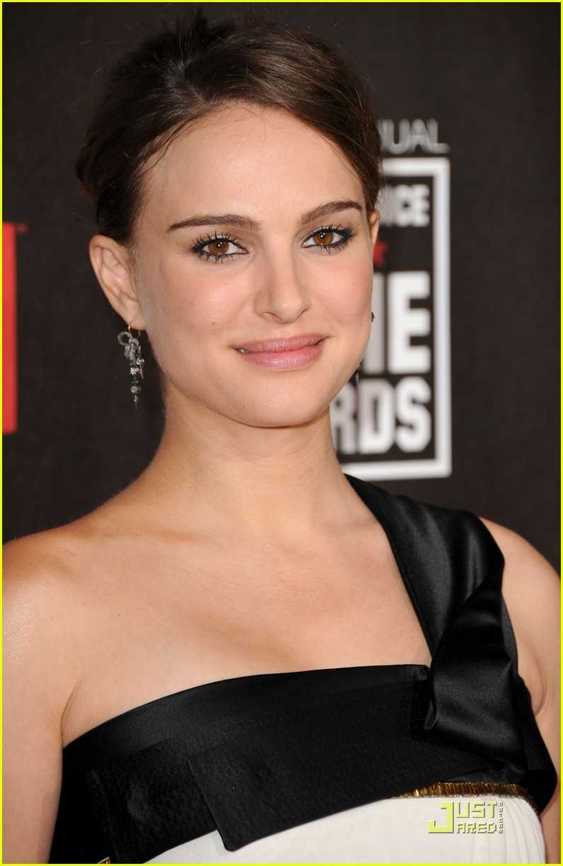 natalie portman critics choice 01