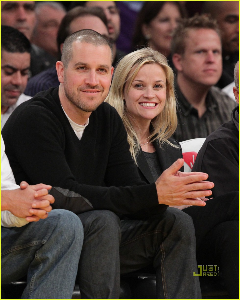 reese witherspoon jim toth lakers game 02b
