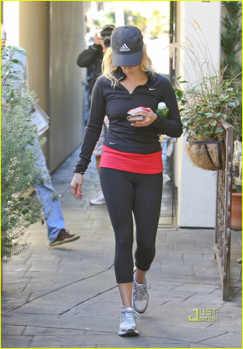 reese witherspoon jog adidas cap 04