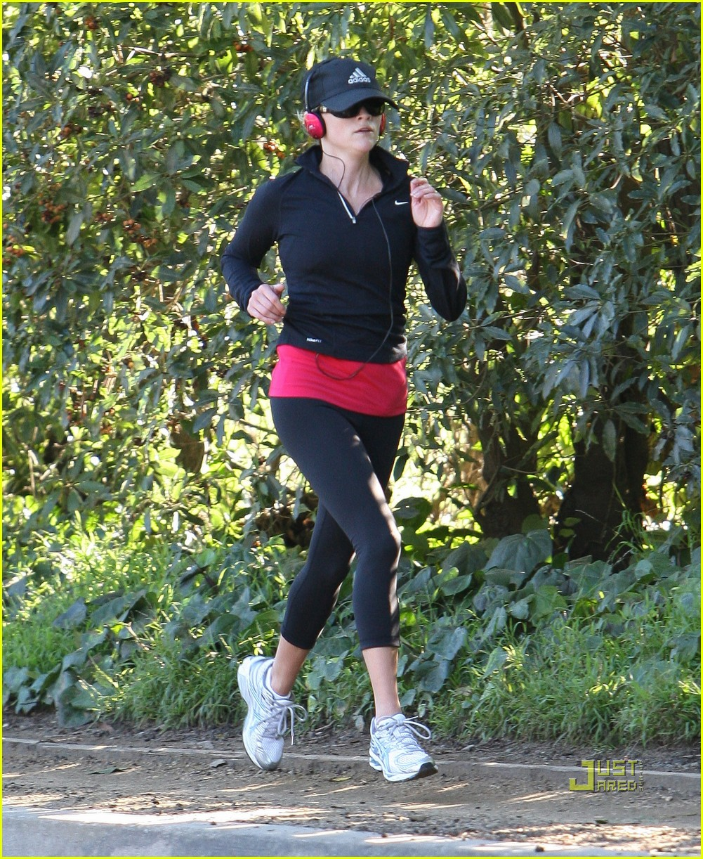 reese witherspoon jog adidas cap 07