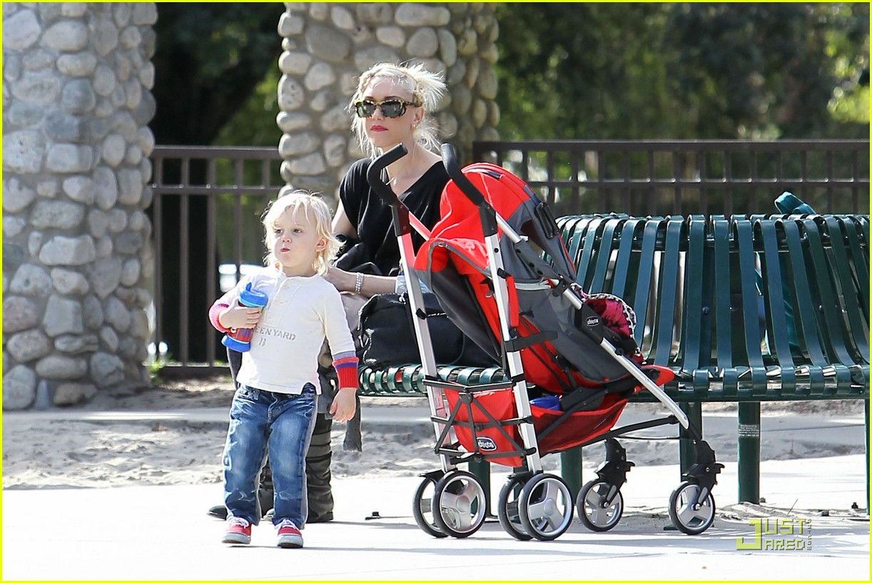 gwen stefani playdate with zuma 03