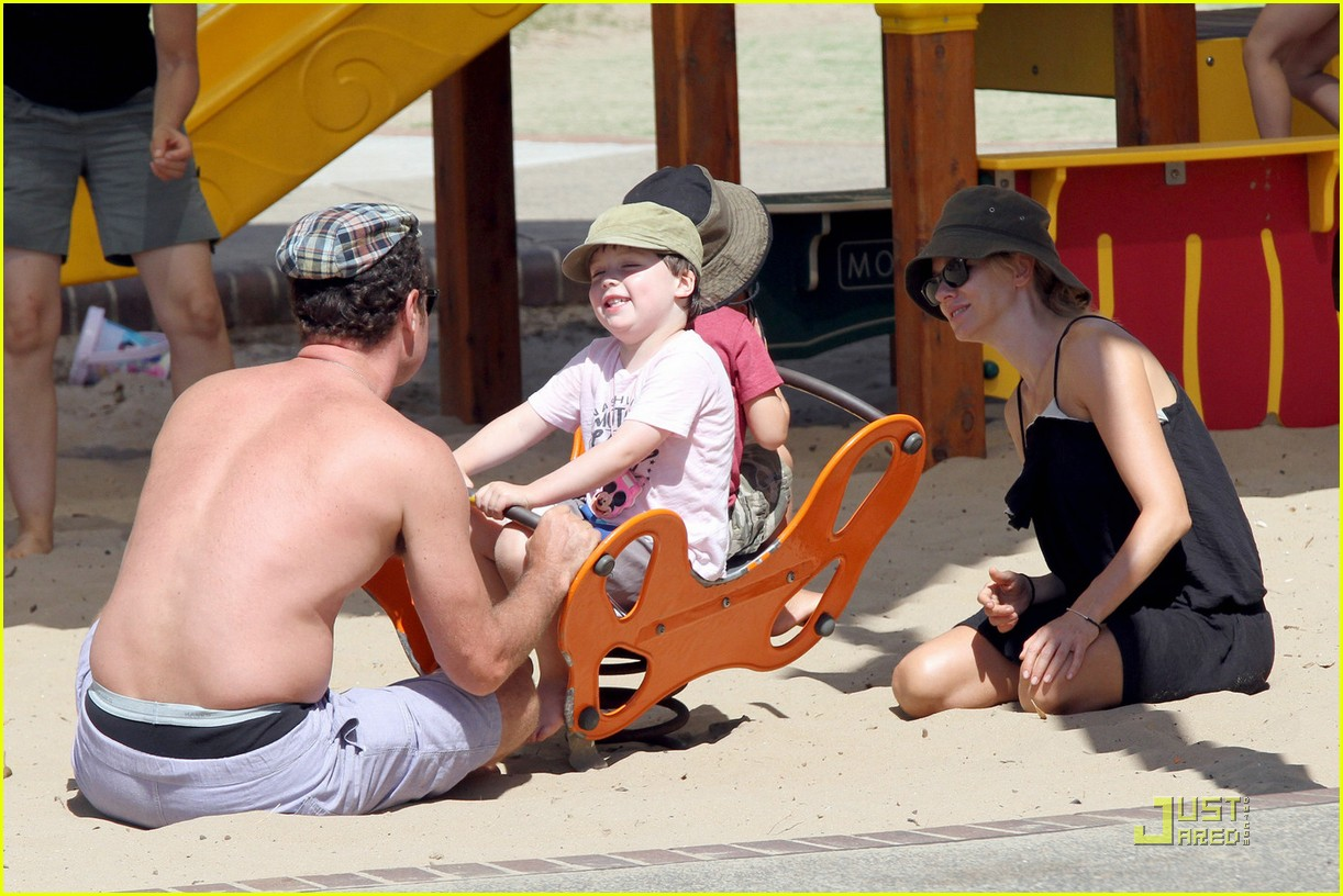 naomi watts liev schreiber playdate in sydney 10