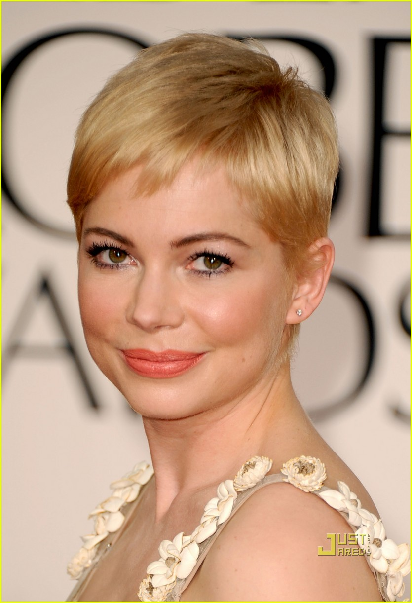 michelle williams 2011 golden globes red carpet 01