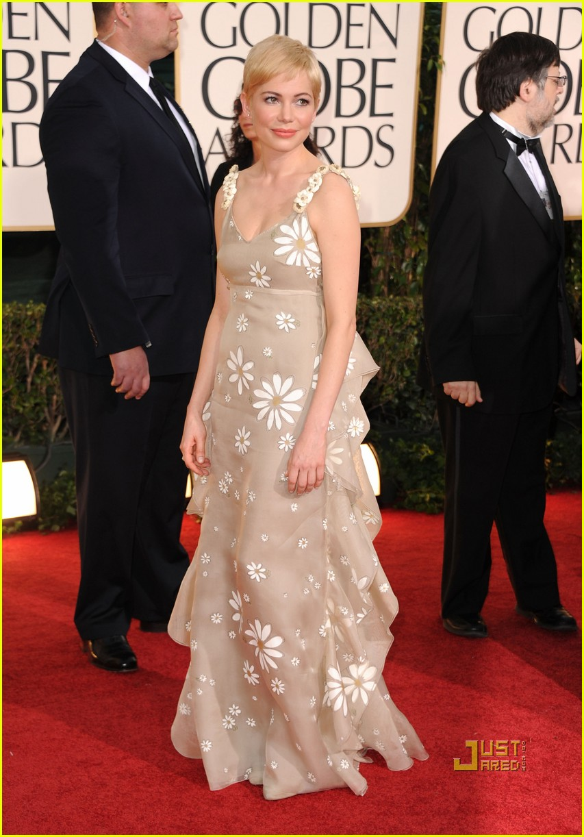 michelle williams 2011 golden globes red carpet 09