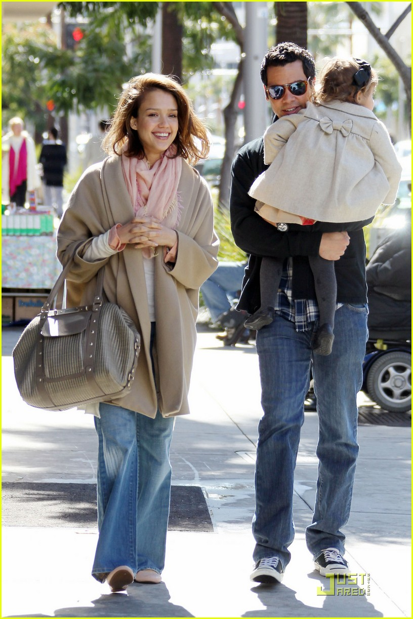 jessica alba breakfast with cash honor 03