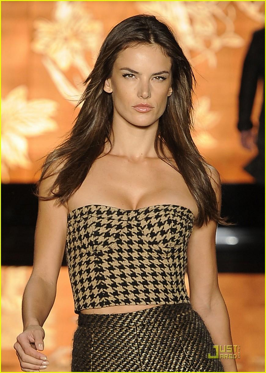 Alessandra Ambrosio: Colcci Fashion Show!: Photo 2515991 ...