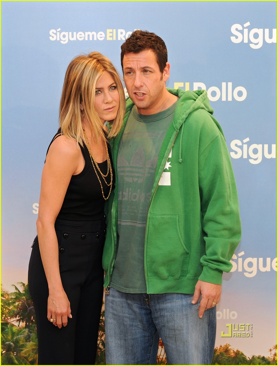 jennifer aniston adam sandler brooklyn decker just go with it madrid photo call 03