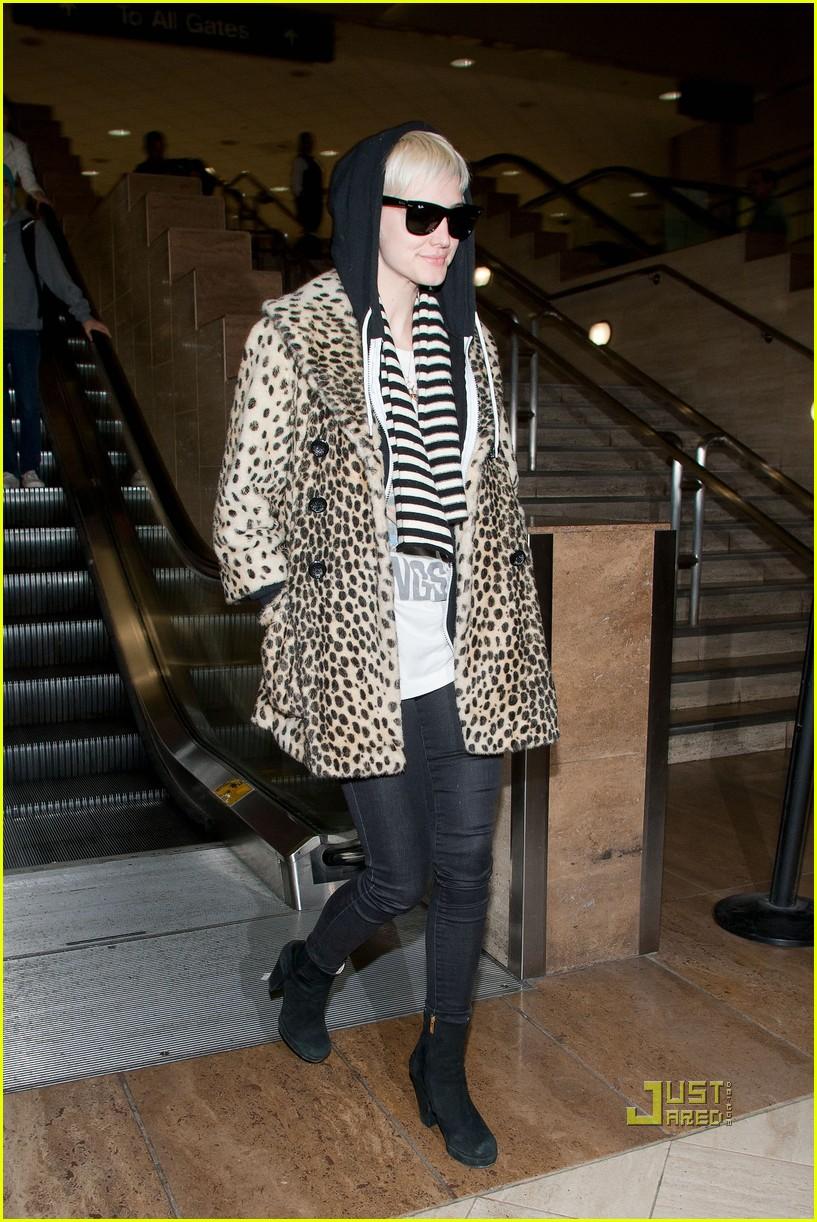 ashlee simpson leopard coat lax 03