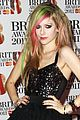 avril lavigne brits 2011 red carpet 04