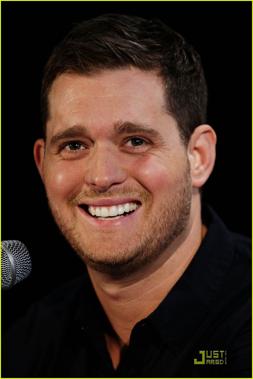 michael buble brings crazy love down under 022518344