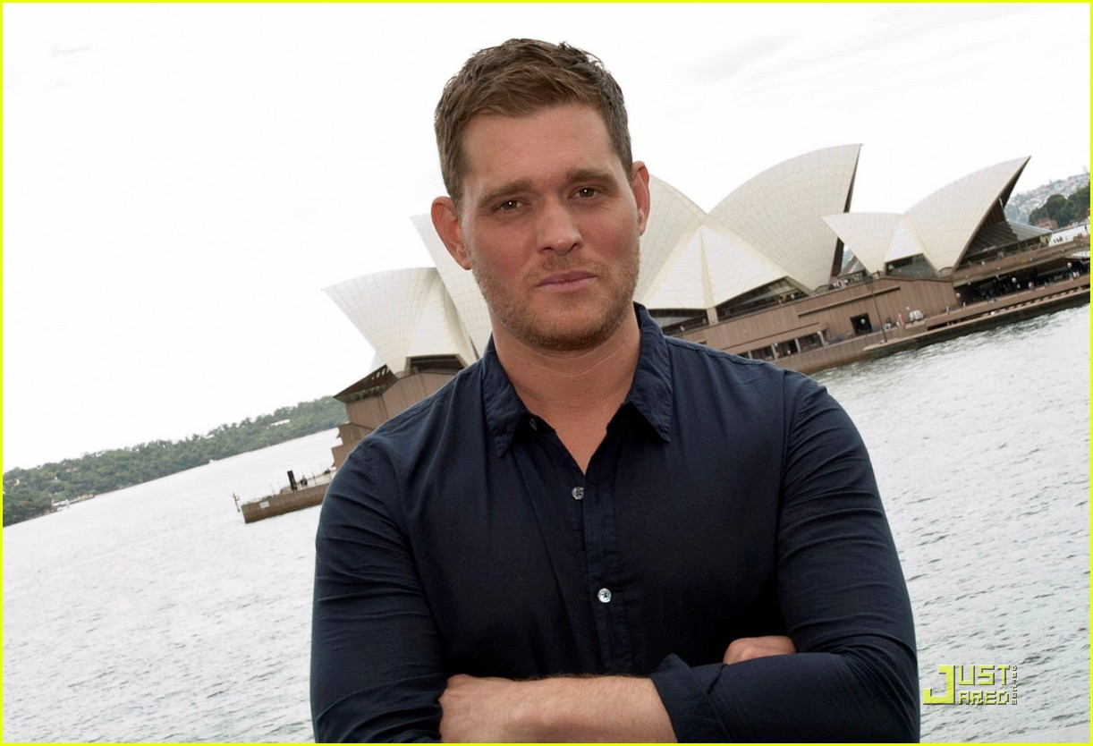 michael buble brings crazy love down under 04