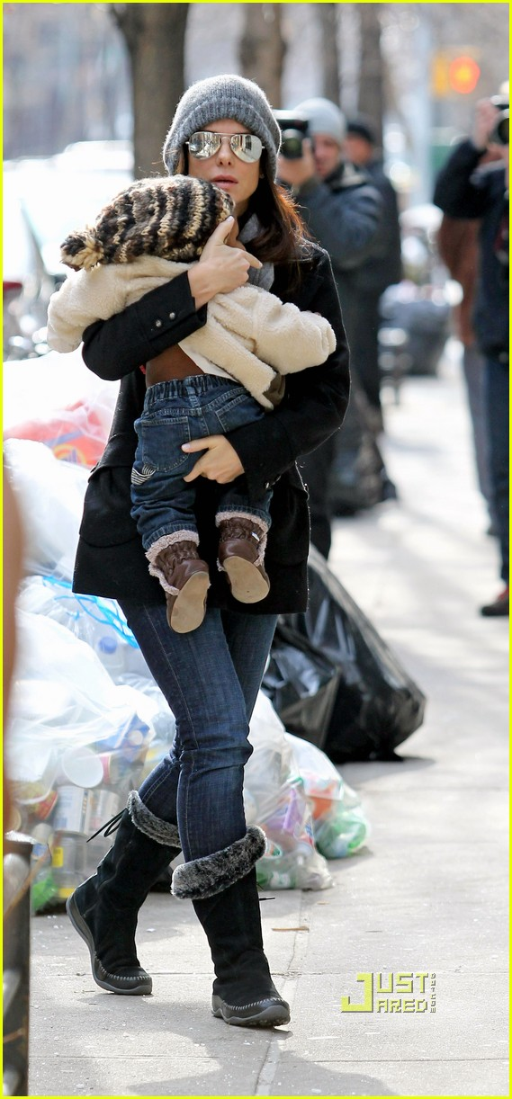 sandra bullock louis bundled nyc 012517548