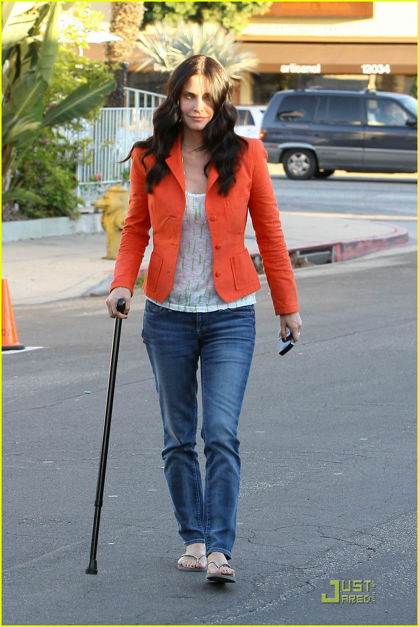 courteney cox cougar with a cane 11
