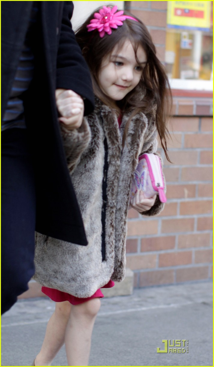suri cruise starbucks 02