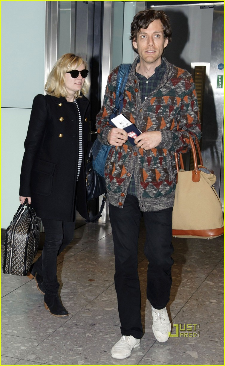 kirsten dunst jason boesel heathrow 01