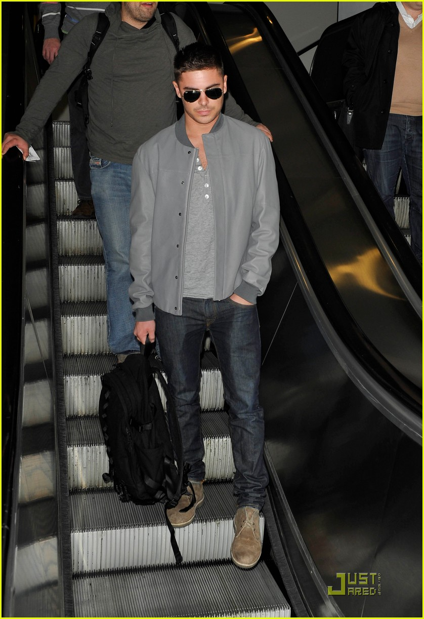 zac efron arrives lax 052518077