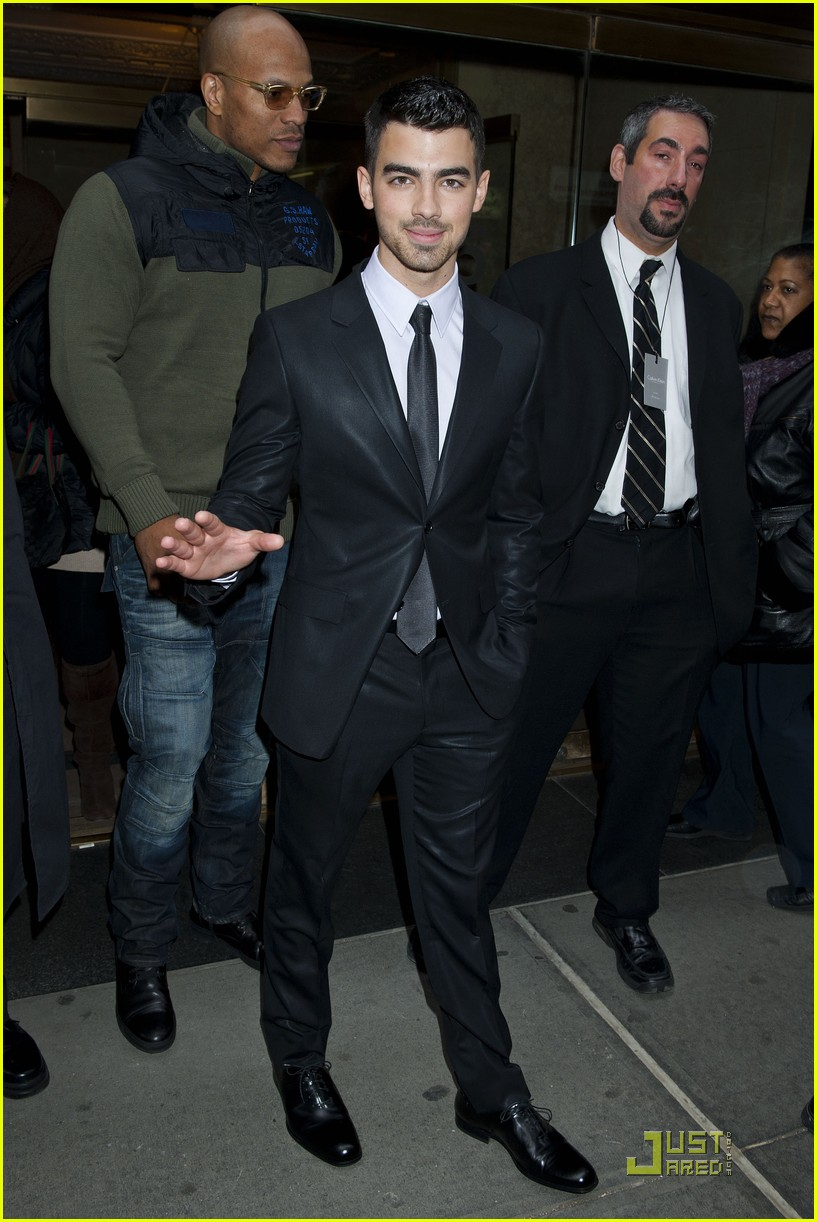 zac efron calvin klein show joe jonas 14