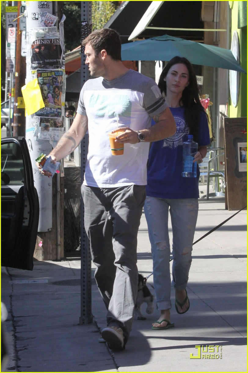 megan fox drinks food juice with brian austin green 01