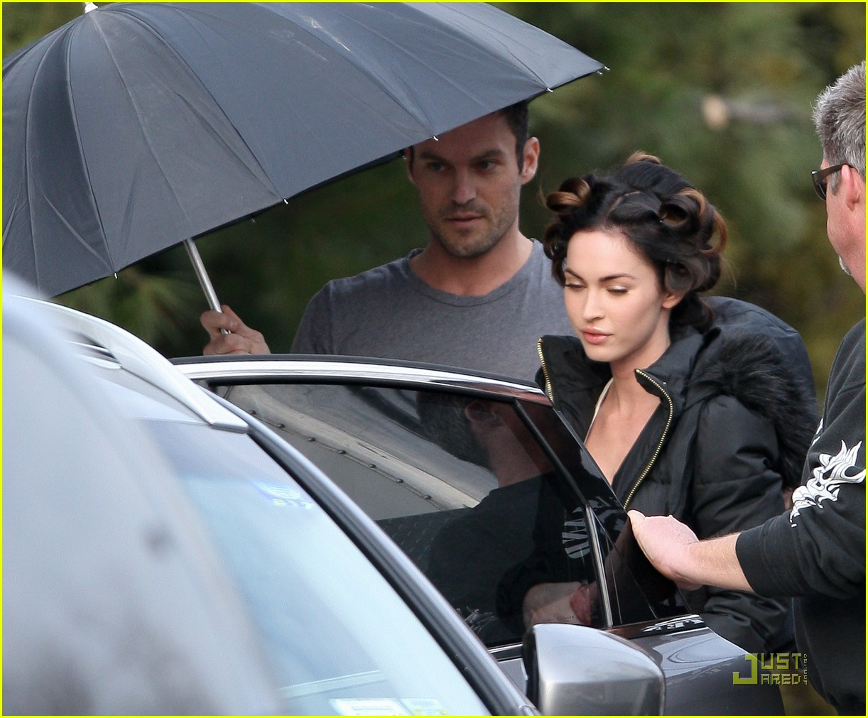 brian austin green megan fox umbrella holder 01