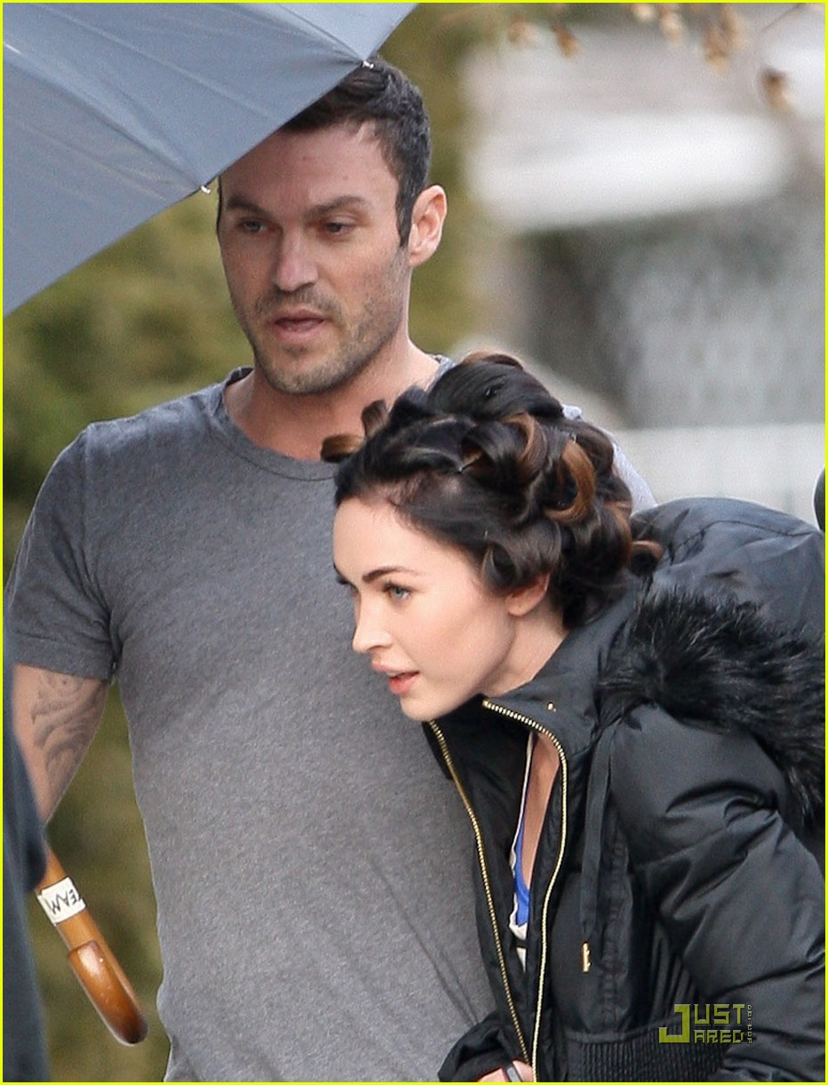 brian austin green megan fox umbrella holder 02
