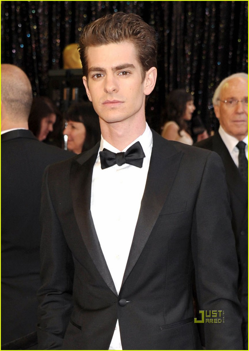 andrew garfield 2011 oscars red carpet 02