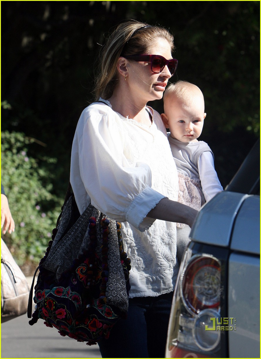 rebecca gayheart billie dane errands 022515936