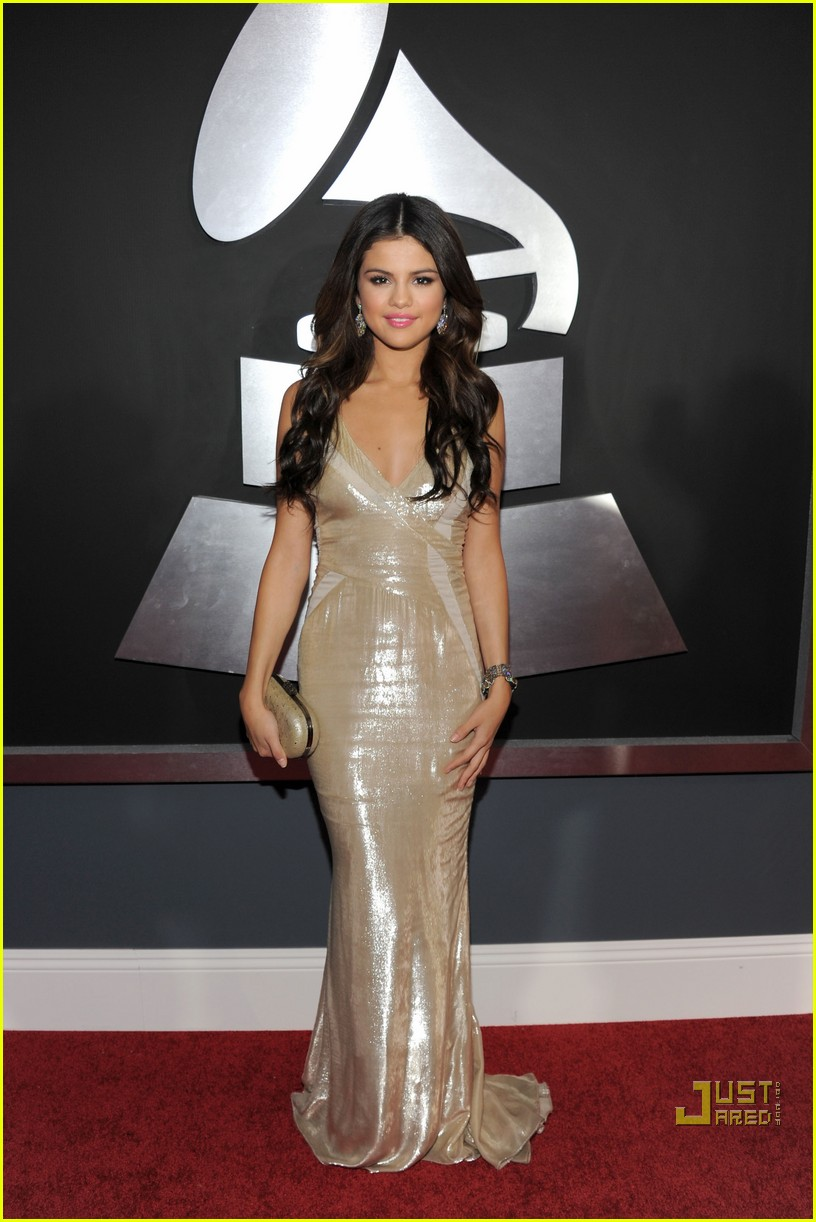 selena gomez   grammys 2011 red carpet photo 2519322 2011 grammy