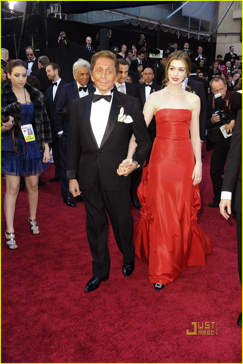 anne hathaway oscars red carpet 2011 08