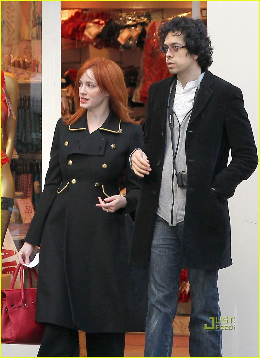 christina hendricks geoffrey arend paris shopping 02