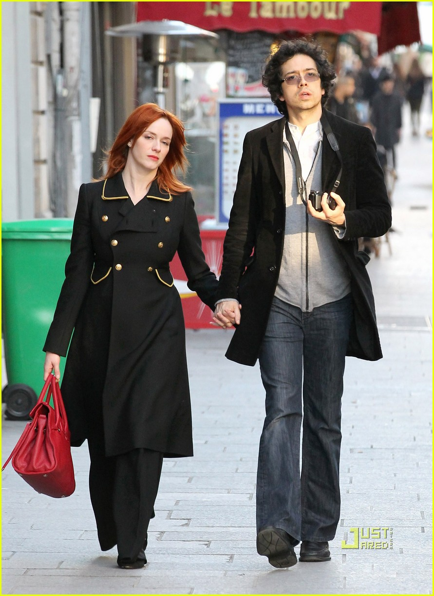 christina hendricks geoffrey arend paris shopping 112517547
