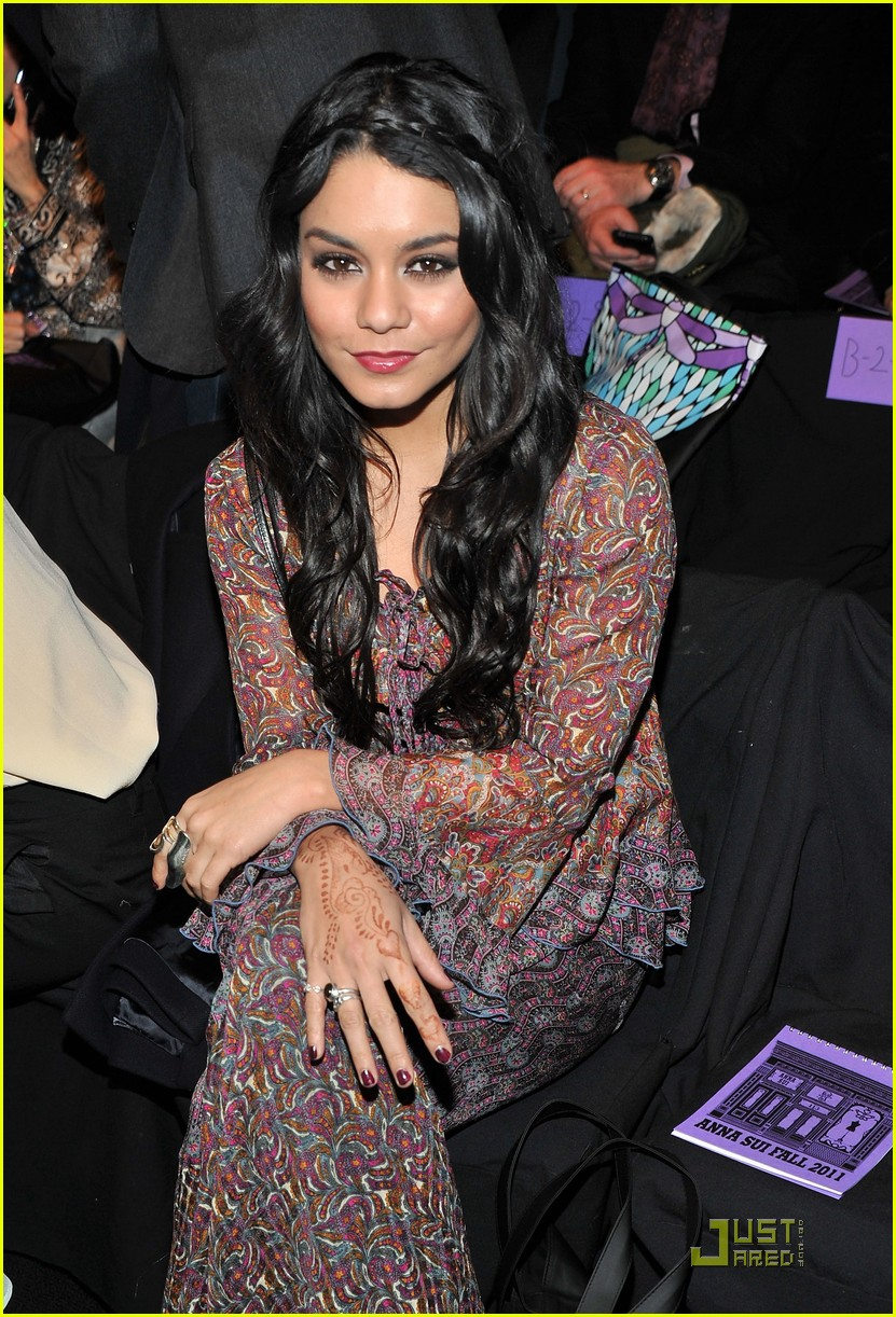 vanessa hudgens fashion week with fergie 052520407