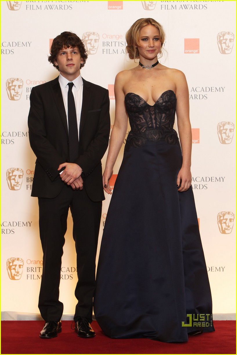 jennifer lawrence jesse eisenberg andrew garfield 2011 baftas 10