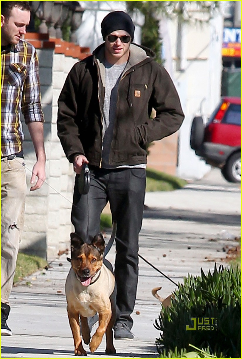 kellan lutz dog walking cdgas 022522317