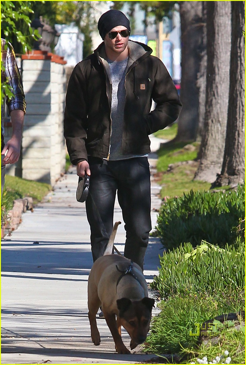 kellan lutz dog walking cdgas 102522325