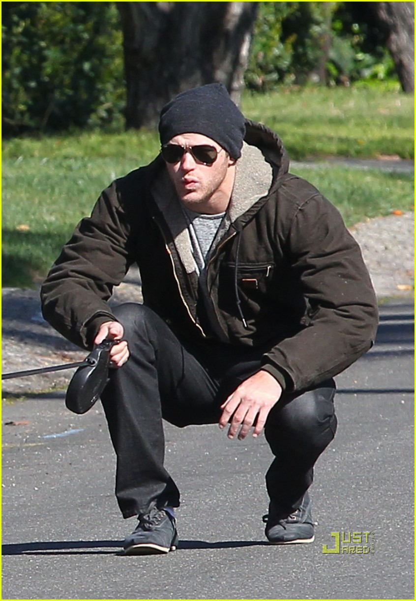 kellan lutz dog walking cdgas 11