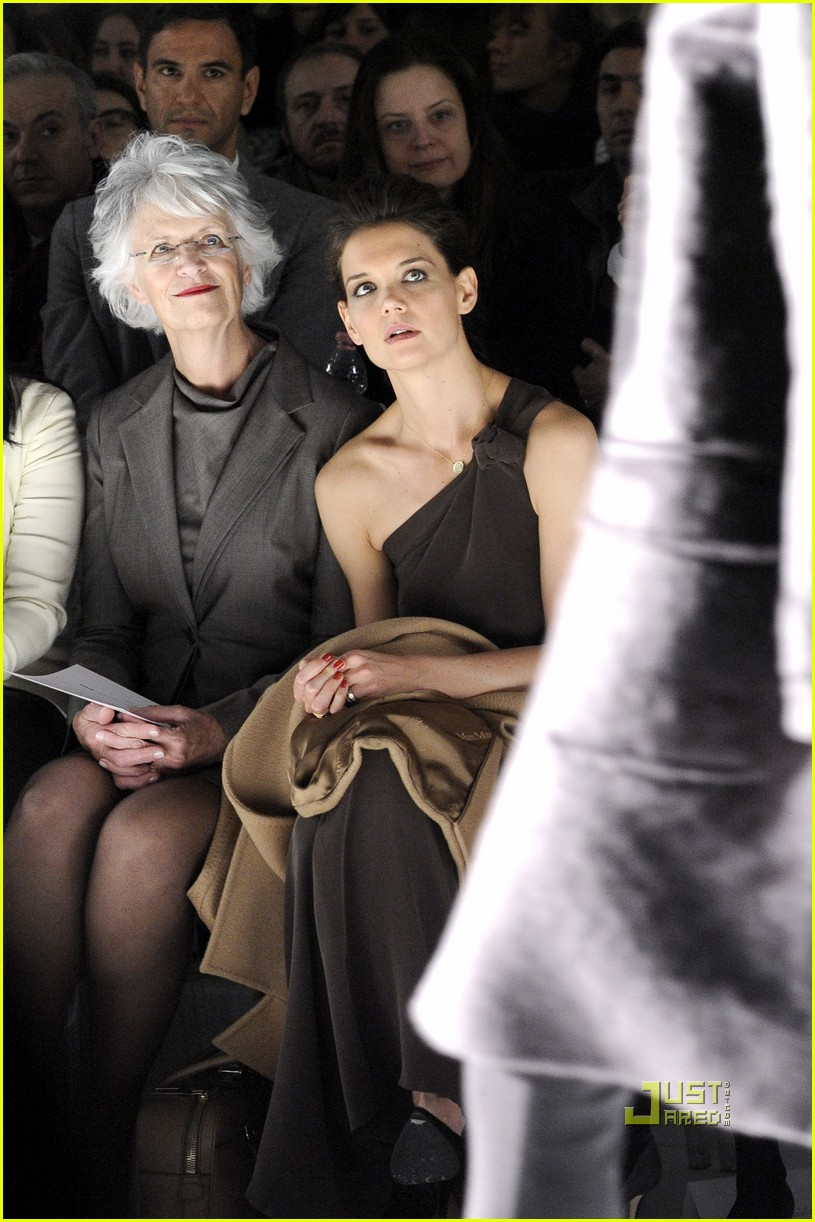 katie holmes milan mom max mara 02