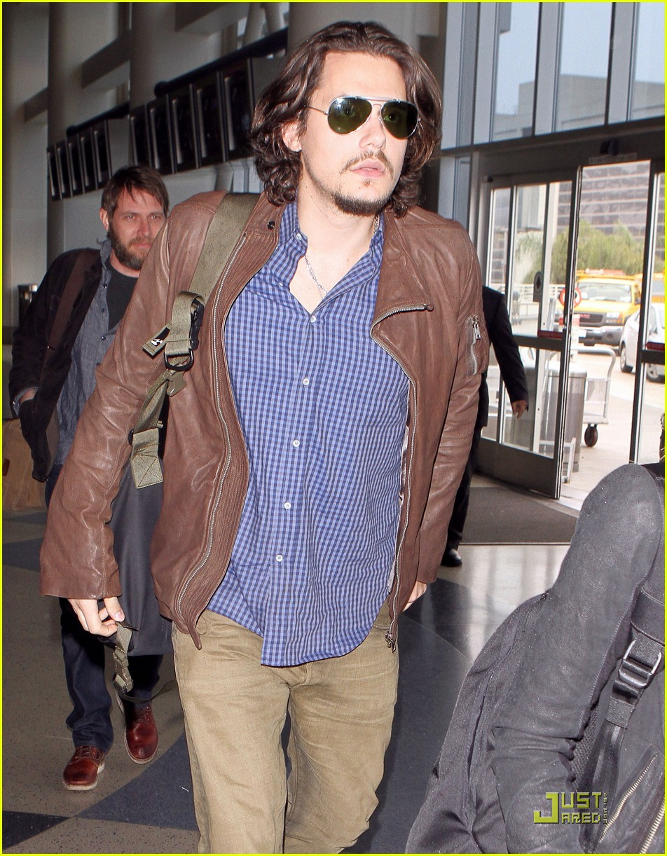 john mayer leaves los angeles 04