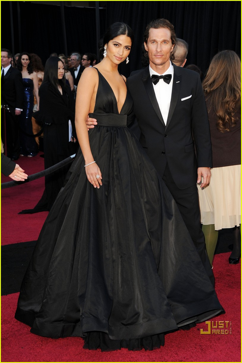 matthew mcconaughey camila alves 2011 oscars 01