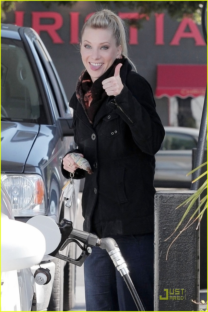 heather morris gas station 01