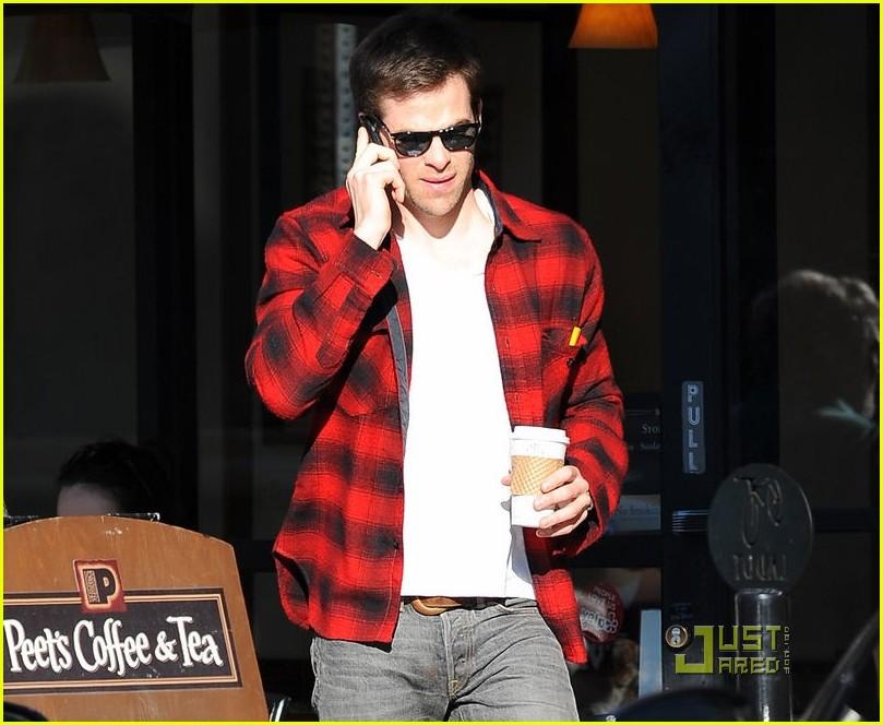 chris pine coffee phone break 02